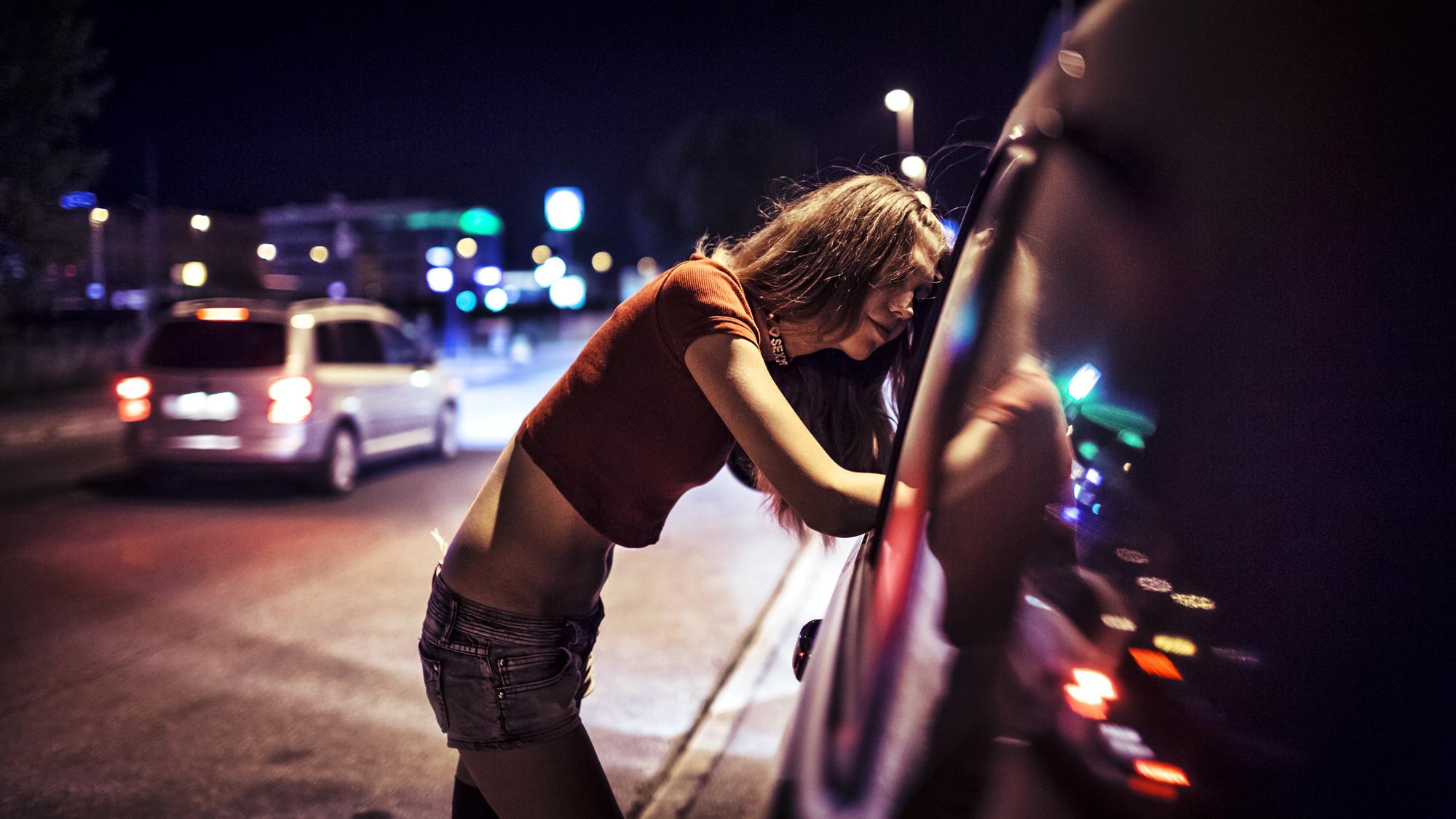 Проститутки трафик проститутки целуется