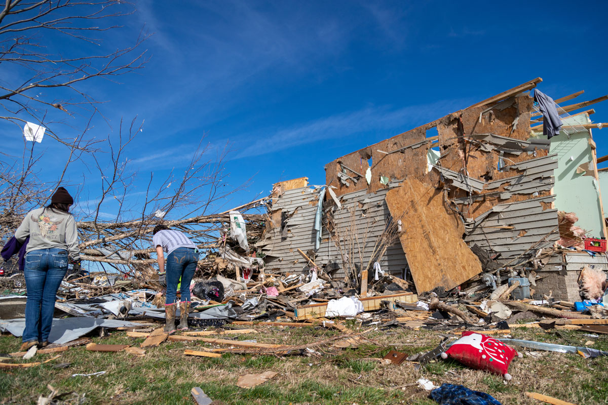 People search through ruins in aftermath of Nashville Tornado