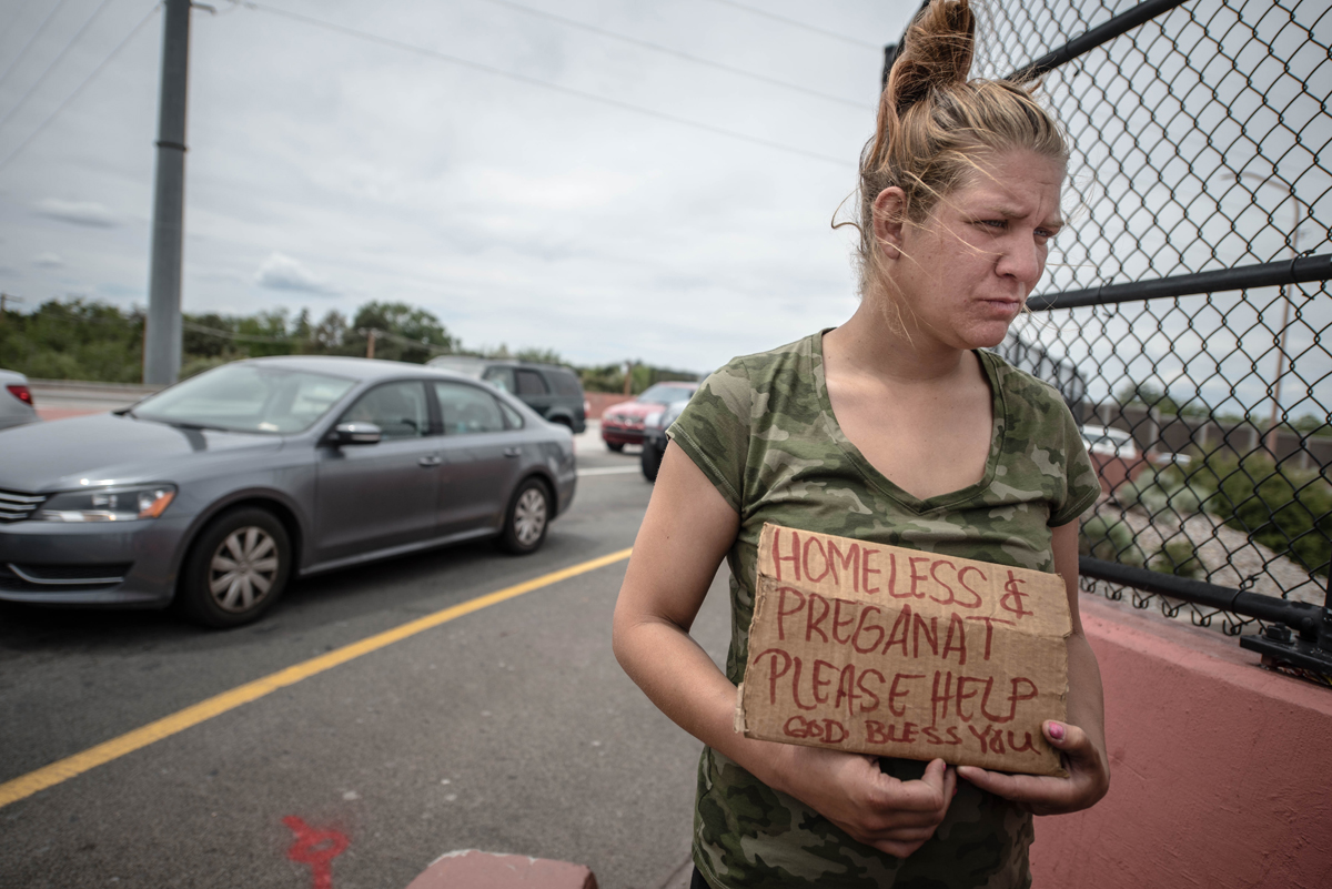 homeless pregnant woman begging for help